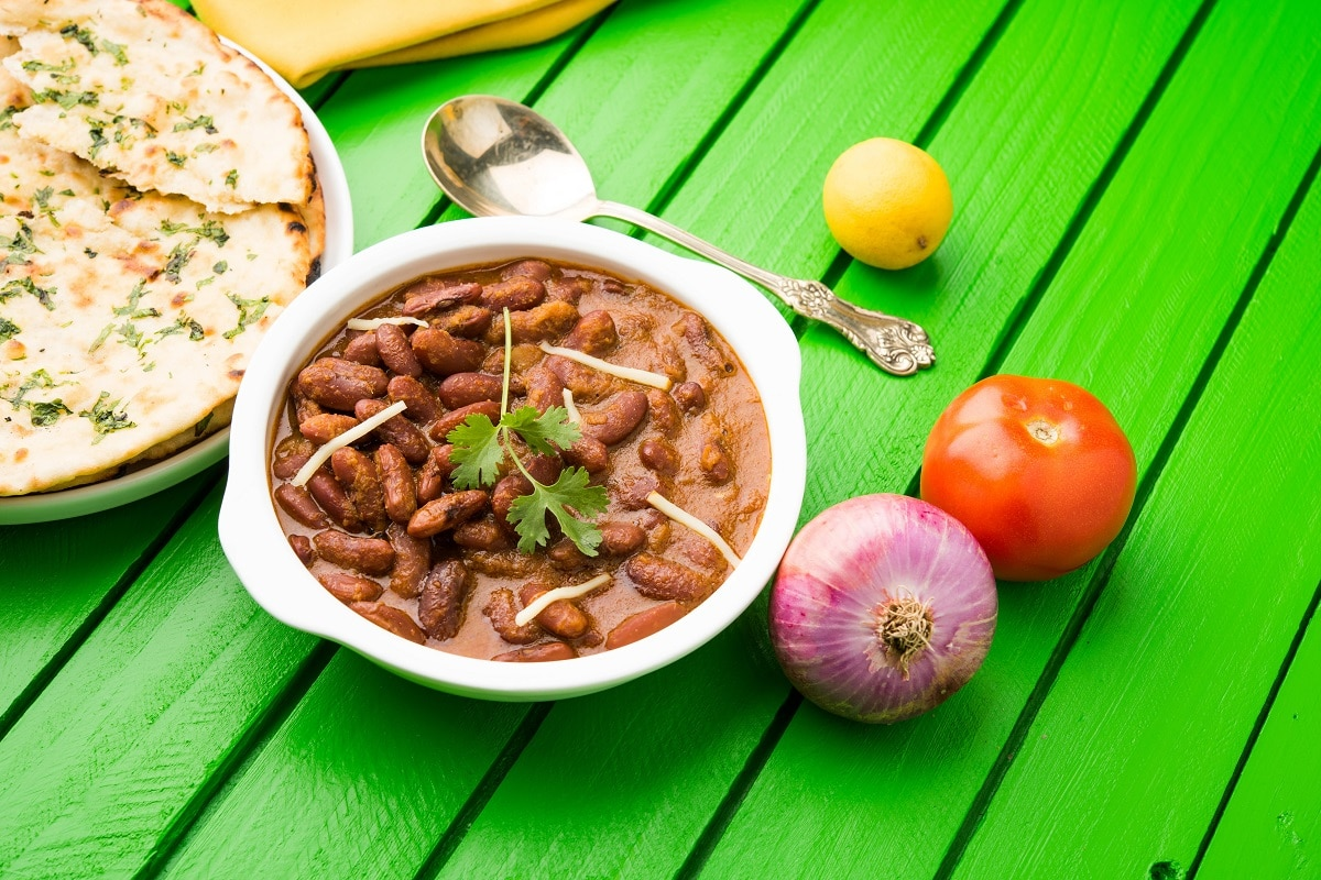 kidney-bean-curry-rajma-rice-rajmah-chawal-roti-typical-north-indian-main-course-selective-focus-min